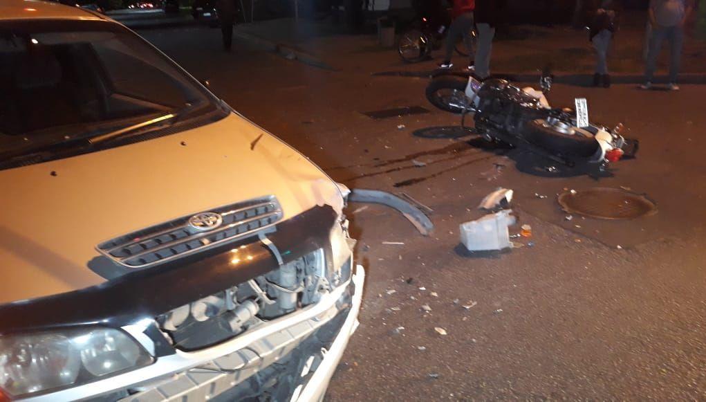 Столкновение легковушки с мотоциклом на перекрестке улиц Кунаева и Маметовой в Алматы