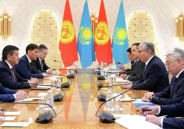 Глава государства Касым-Жомарт Токаев встретился с президентом Кыргызской Республики Сооронбаем Жээнбековым