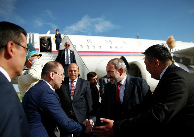 Премьер-министр Армении Никол Пашинян прибыл с рабочим визитом в столицу Казахстана