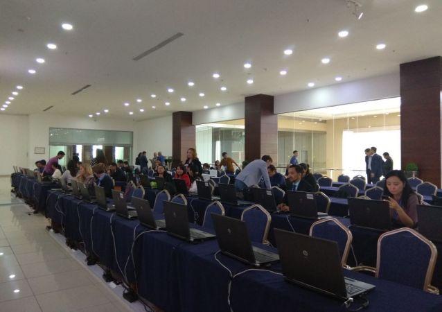 Казахстанская и иностранная пресса собирается во Дворце независимости, где пройдет заседание Высшего экономического совета