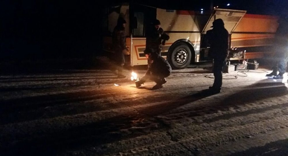 ВПавлодарской области иззаглохшего натрассе автобуса эвакуировали 35 человек