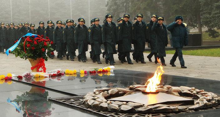 В Алматы отметили 75-летие подвигу панфиловцев