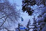 Флаг Казахстана на административном здании в Алматы