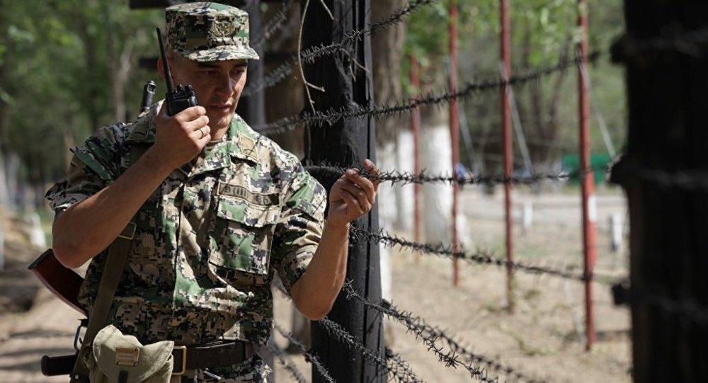 Архивное фото казахстанского пограничника