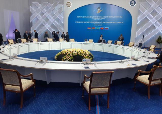 Подготовка к расширенному заседанию ВЕЭС во Дворце Независимости