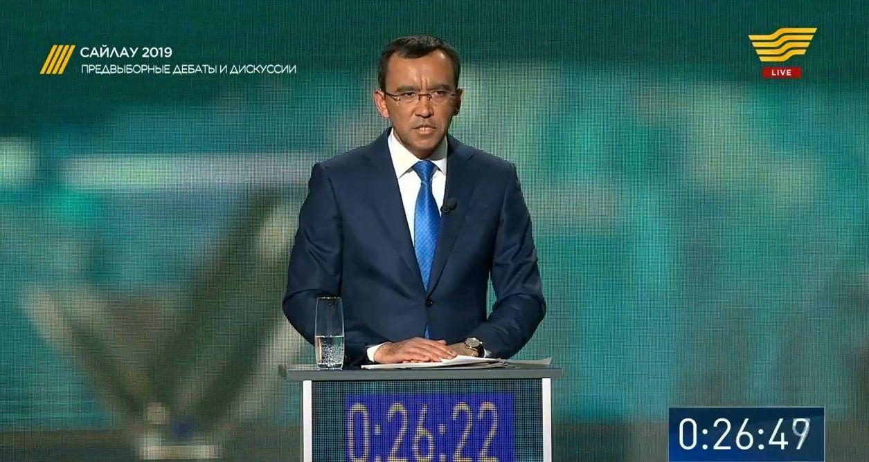 Маулен Ашимбаев - доверенное лицо Касым-Жомарта Токаева от партии Nur Otan. Кадр из телетрансляции дебатов