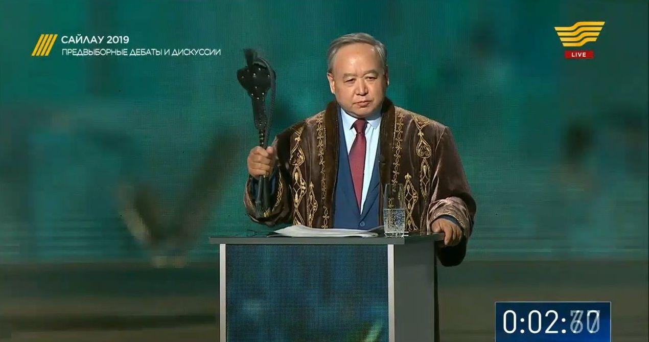 Кандидат в президенты Казахстана Садыбек Тугел. Кадр из телетрансляции дебатов