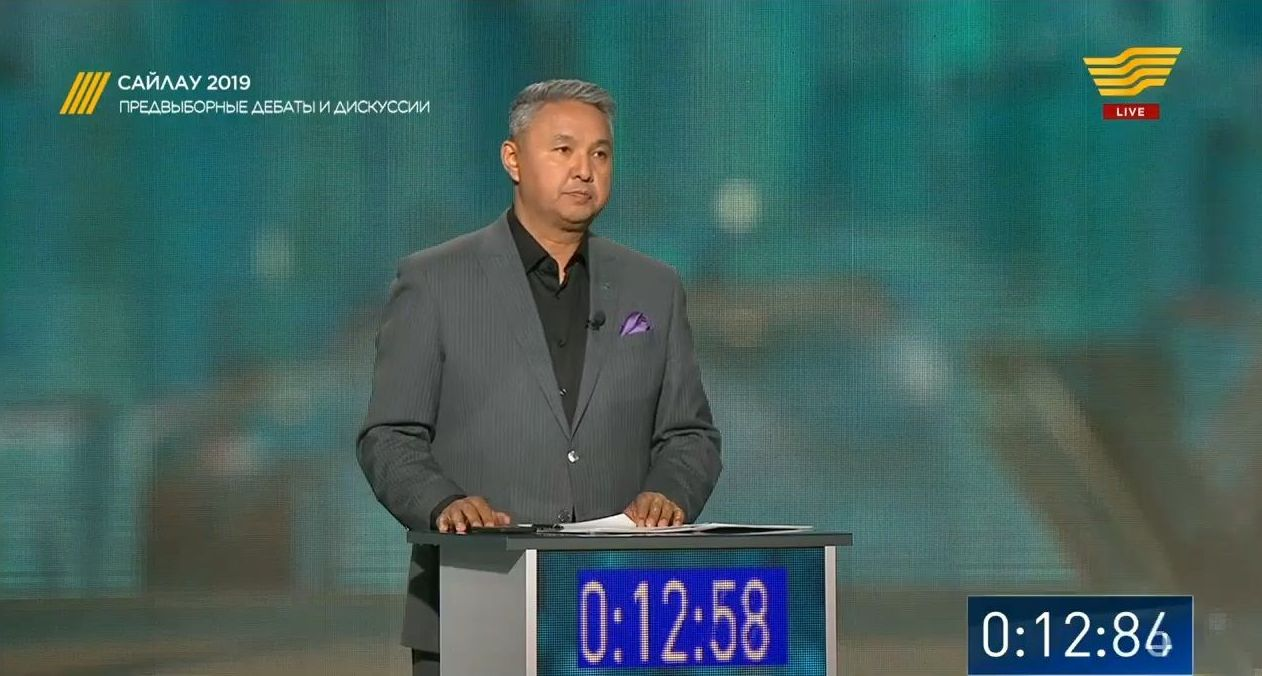 Депутат мажилиса Казахстана Азат Перуашев, представляющий на дебатах кандидата в президенты Казахстана Данию Еспаеву
