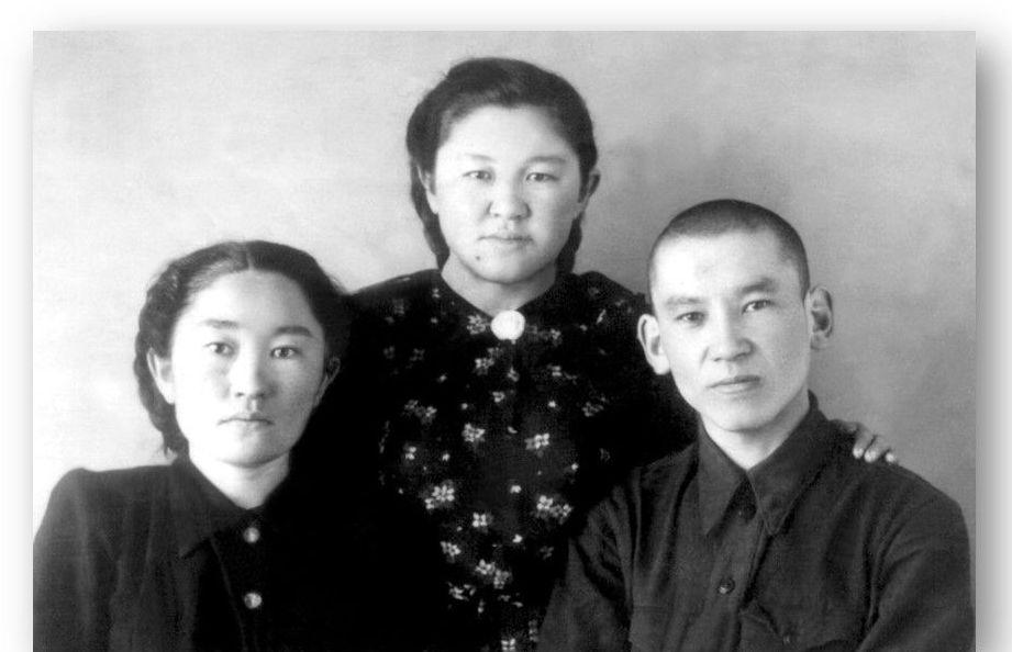 Үш перзенті Зайра (1926-2010), Нарманбет (1927-2009) және Сәуле (1928-1993)