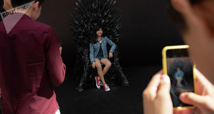 Железный трон для гостей фестиваля Comic Con
