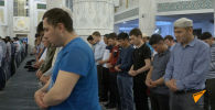 Священная ночь: мусульмане Казахстана обратились к Всевышнему – видео