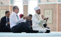 Президент Казахстана посетил мечеть Нур Астана