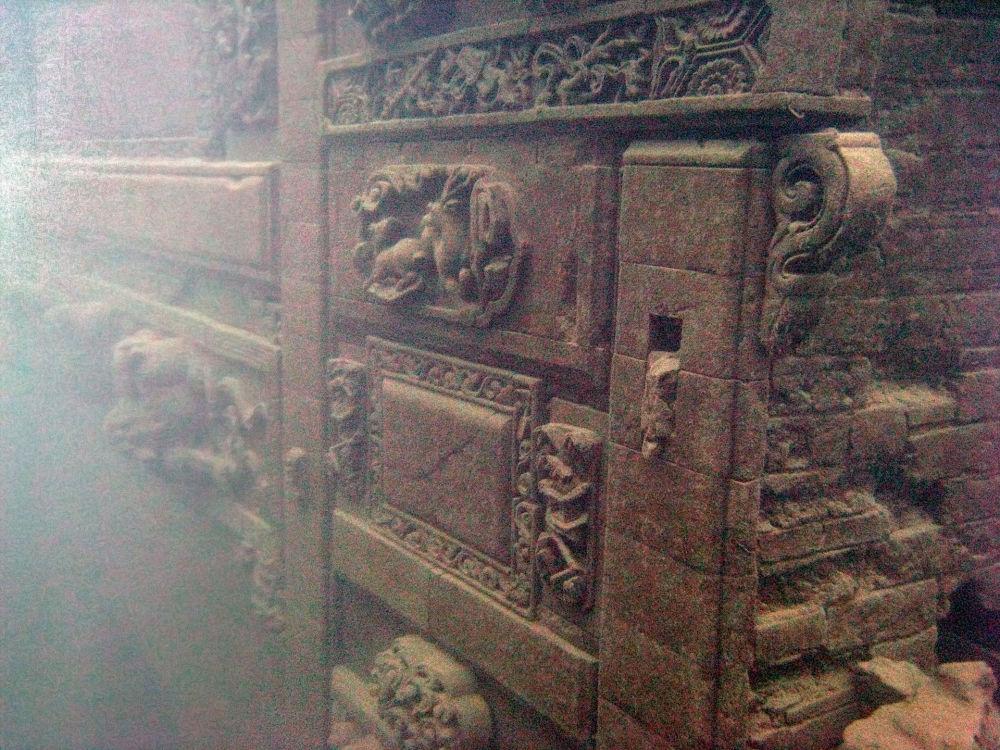 Сундук на дне озера Цяньдаоху, где был найден древний город, Чжэцзян, Китай