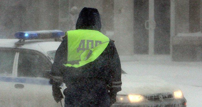 Архивное фото сотрудника дорожной полиции