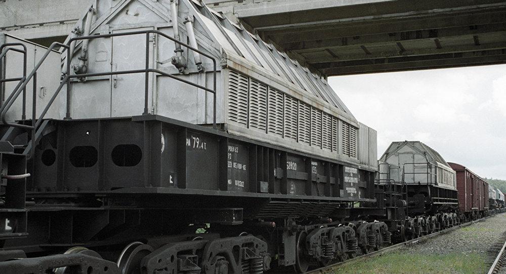 Архивное фото спецвагонов для перевозки отходов ядерного топлива
