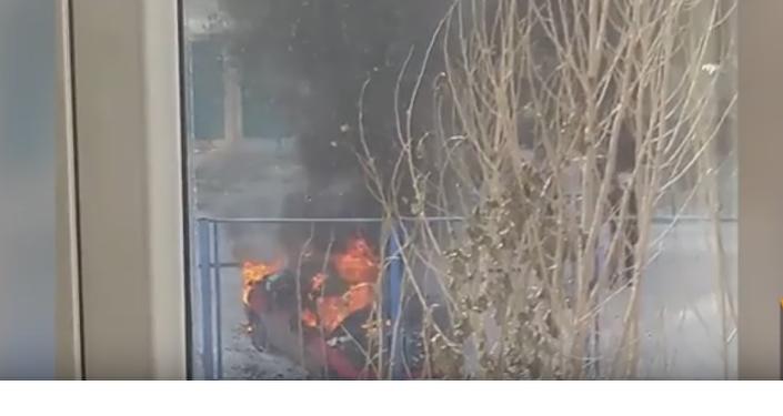 Легковой автомобиль сгорел в Астане