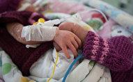 Новорожденный в отделении реанимации, архивное фото
