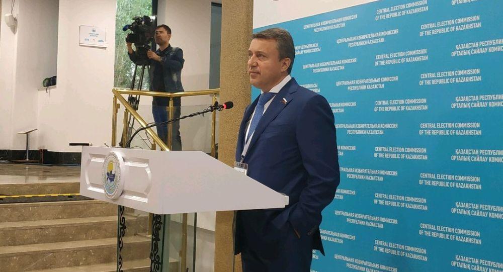 Депутат государственной думы Анатолий Выборный на брифинге в ЦИК