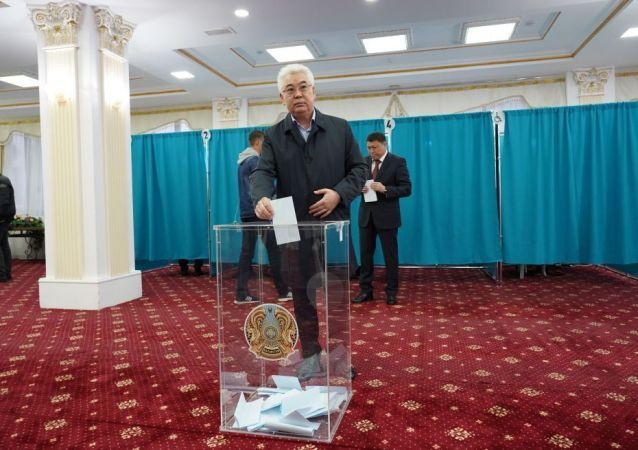 Министр иностранных дел Казахстана Бейбут Атамкулов проголосовал на выборах президента РК