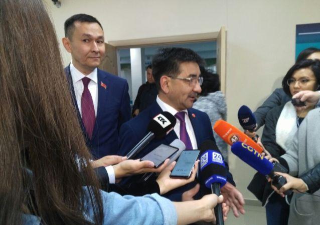 Жамбыл Ахметбеков,  кандидат от народных коммунистов на выборах в Нур-Султане