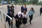 Жамбыл Ахметбеков,  кандидат от народных коммунистов, с семьей на выборах в Нур-Султане