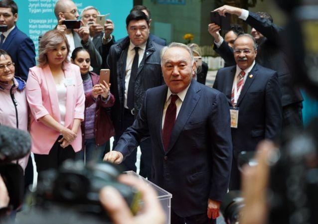 Первый президент Казахстана Нурсултан Назарбаев проголосовал на 58 избирательном участке в Нур-Султане
