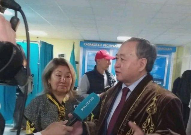 Садыбек Тугел на избирательном участке