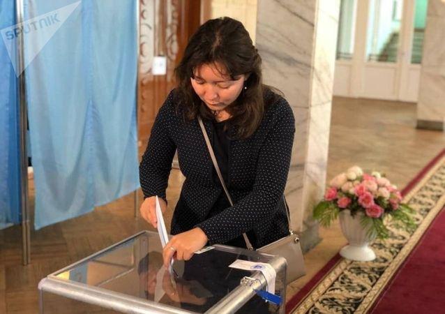 Актриса Самал Еслямова проголосовала на выборах президента Казахстана в Петропавловске