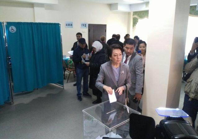 Кандидат в президенты Дания Еспаева проголосовала на избирательном участке №113 в г Нур-Султан