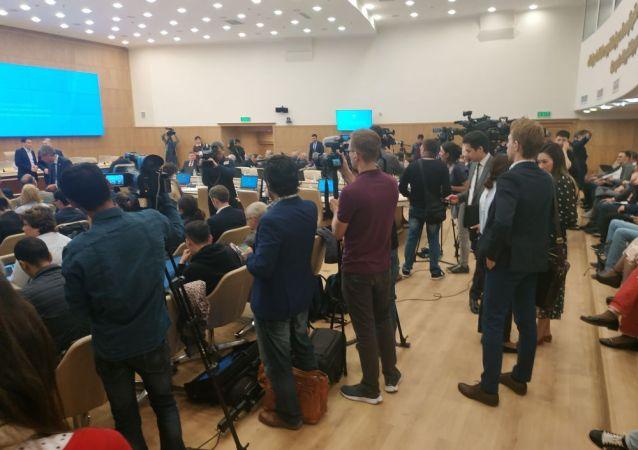Журналисты в ожидании итогов ЦИК