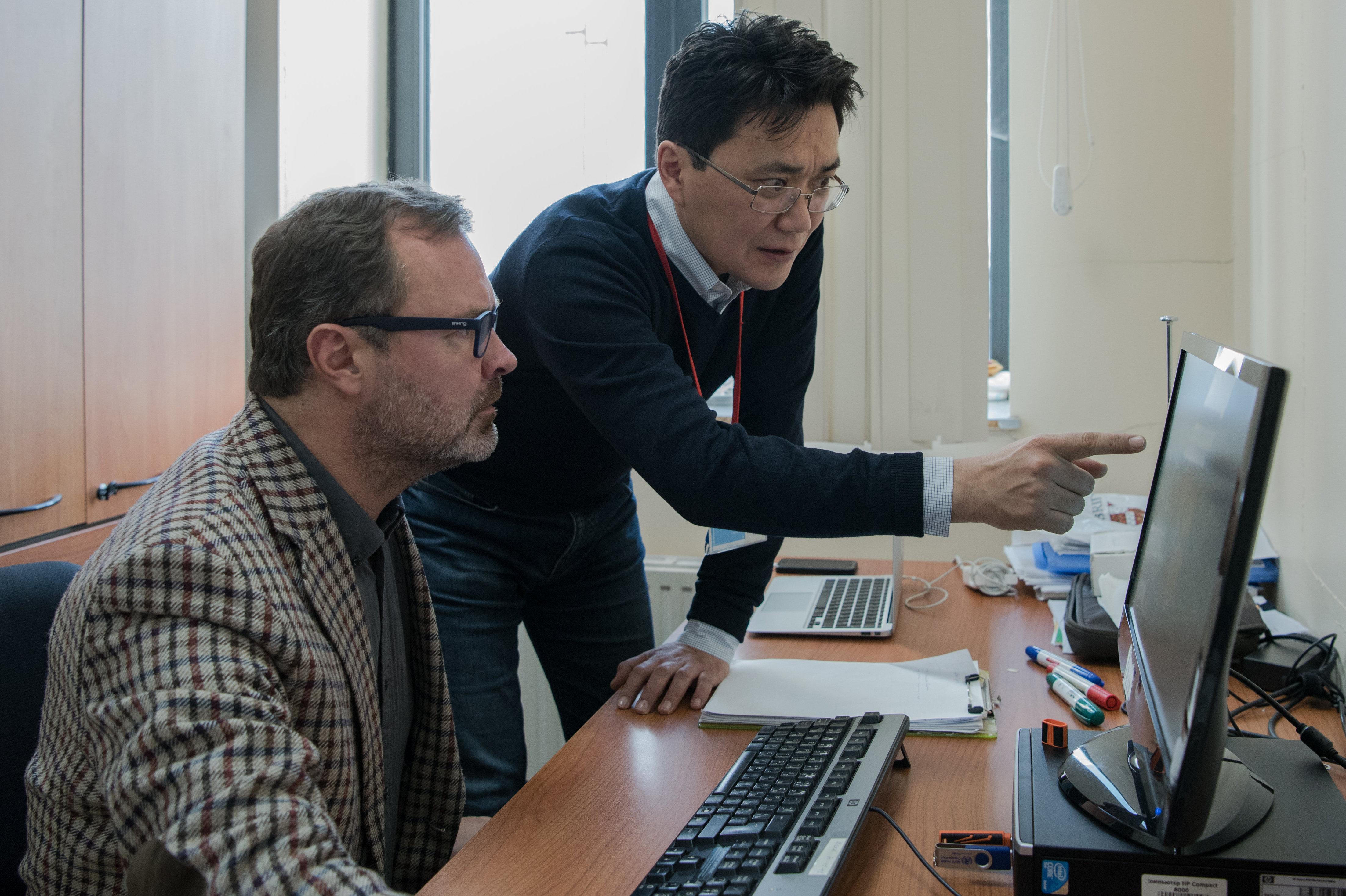 Главный внештатный неонатолог Минздрава Казахстана Бектурган Карин и его литовский коллега, консультант ВОЗ по неонатологии Аудрюс Мачулявичус