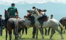 Участники казахской национальной игры Кокпар на фестивале Ұлы дала – көшпенділер әлемі