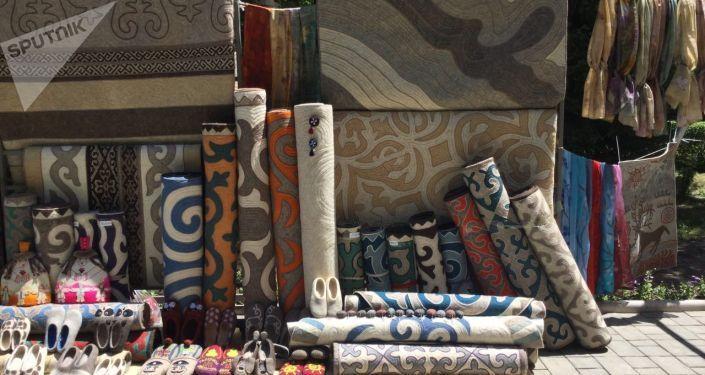 Изделия ручной работы в госрезиденции в Бишкеке