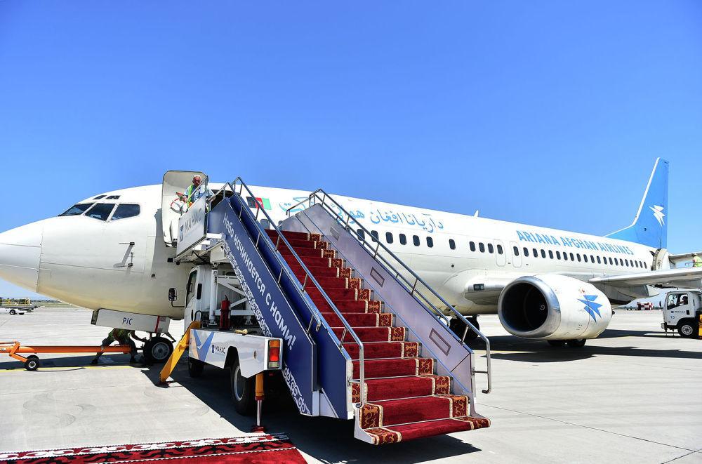 Президент Афганистана Мохаммад Ашраф Гани прибыл на Boeing 737-300. В аэропорту его встретил вице-премьер КР Замирбек Аскаров