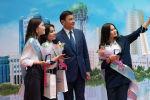 Аким столицы Алтай Кульгинов на встрече с обладателями Алтын Белгi