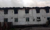 Двухэтажное общежитие сгорело в Алатауском районе