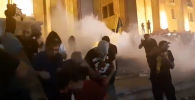Сотни человек пострадали в результате протестов у здания парламента Грузии в Тбилиси - видео