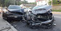 Тойота столкнулась с Инфинити на ул. Джандосова