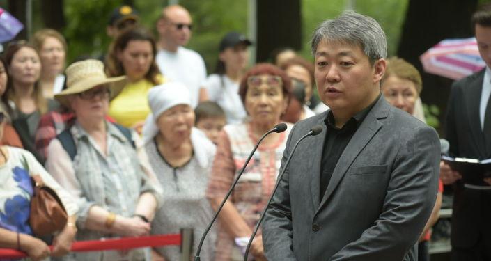 Президент ассоциации корейцев Казахстана Сергей Огай на открытии памятника Денису Тену