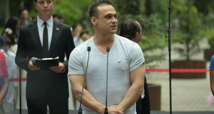 Тяжелоатлет Илья Ильин на открытии памятника Денису Тену