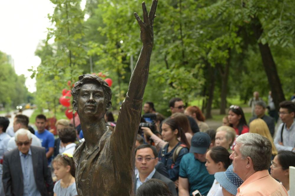 Открытие памятника Денису Тену