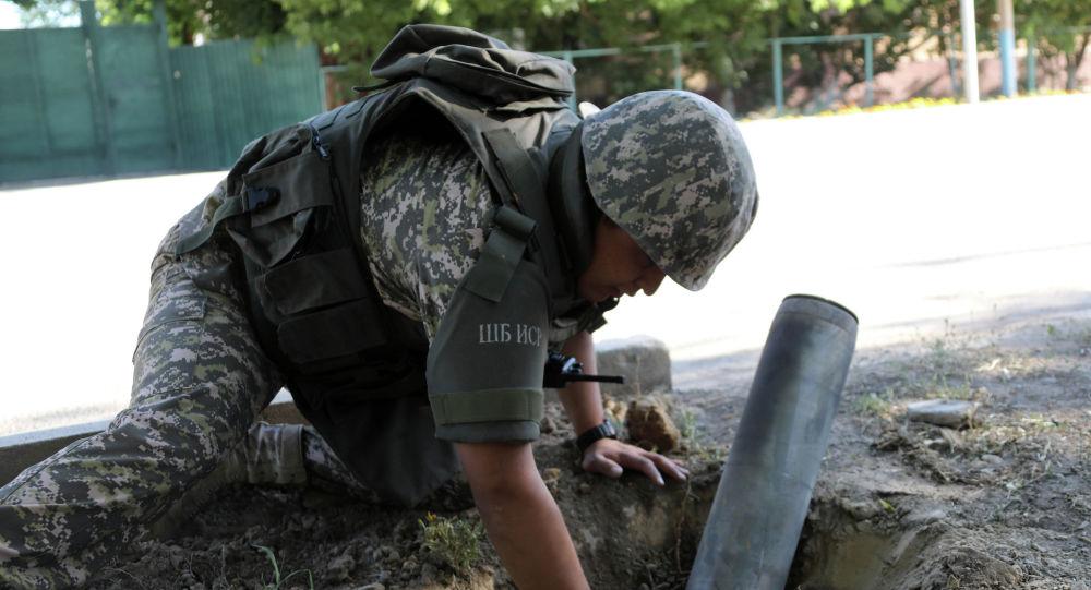 Военные саперы Минобороны Казахстана работают в Арыси по разминированию