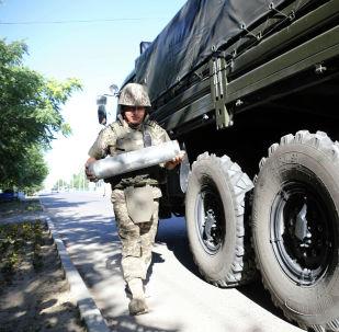 Военные саперы Минобороны Казахстана работают в Арыси по разминированию, архивное фото