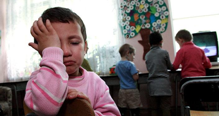 Архивное фото плачущего ребенка