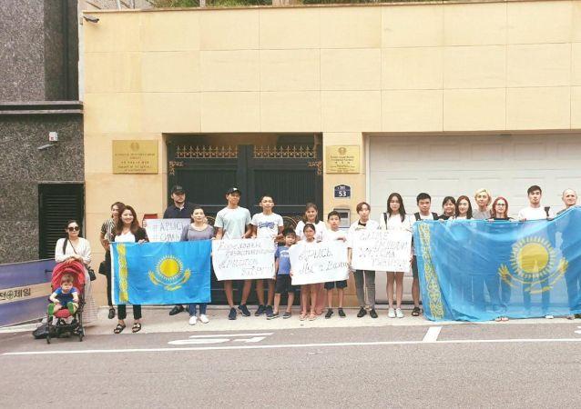 Казахстанская диаспора в  Сеуле провела акцию в поддержку пострадавших в Арыси
