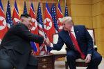 Президент Дональд Трамп встречается с северокорейским лидером Ким Чен Уном в пограничной деревне Панмунджом