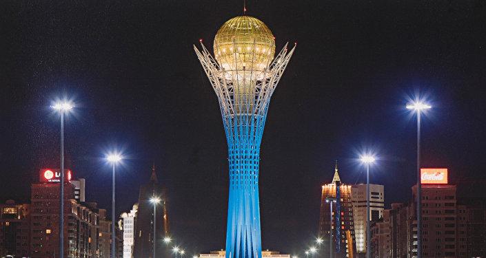 Архивное фото символа столицы Казахстана - монумента Байтерек