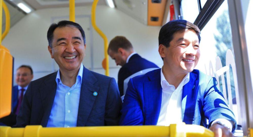 Бакытжан Сагинтаев и Бауыржан Байбек прокатились в новом электроавтобусе