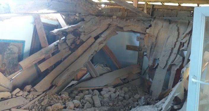 Обрушившееся здание трапезной православного храма в Арыси