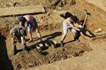 Архивное фото археологов во время раскопок на древнейшем археологическом памятнике